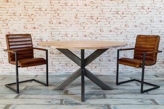 Runder Esstisch im Industrie Design, Stahl und altes Holz
