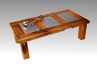 Couchtisch eiche massiv altholzdesign for Designer couchtisch altholz