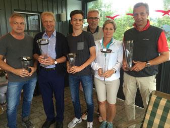 Die Clubmeister 2016:  von links Viererclubmeister H-J. Haas, L. Ochsenkühn, L. Wenzel, Präsident G. Weichselbaum, C. Eibl und Double-Gewinner R. Reiser (Vierer-CM mit H-J. Haas)