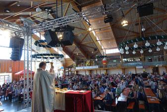 Premiere für einen Gottesdienst in der Großen Jurahalle war beim diesjährigen Frühlingsfest - Foto: Dr. Franz Janka/Stadt Neumarkt