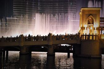 Bridge at Dubai Fountaines Quelle: (C) 2015 Classy Dubai/Paule Knete