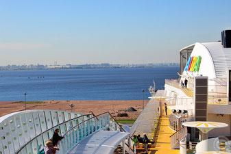 AIDAmar im Kreuzfahrthafen von Sankt Petersburg