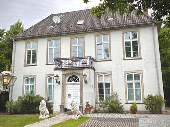 Poppes Landhaus in Bremen-Kattenturm, Bremen Obervieland - Kulturdenkmal der Stadt Bremen (Foto: 05-2020, Jens Schmidt)