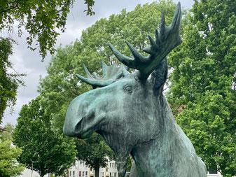 """Bronzeplastik """"Elch"""" von Walter Wadephul aus dem Jahr 1962, aufgestellt in Bremen-Kattenesch, Bremen Obervieland (Foto: 05-2020, Jens Schmidt)"""