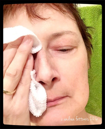 Gesichtsreinigung mit Reinigungsmilch und Mikrofasertuch