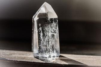 Einer der bekanntesten Edelsteine: der Bergkristall (Symbolbild; Foto: pixabay.com / wingsofcompassion)