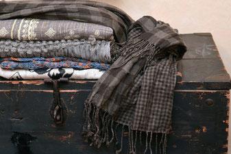 7 ans de Mariage : Une écharpe en laine - Magazine Un Jour Un Oui