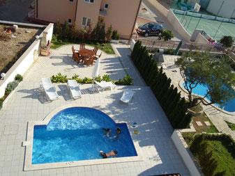 Апартаменты в Промайне с бассейном