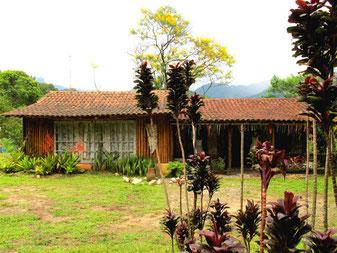 eine wunderschöne Werkstatt mit Garten