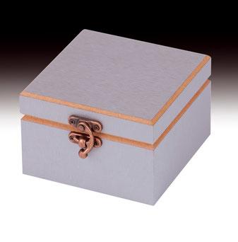 Krawattenbox aus Holz mit Metallverschluss