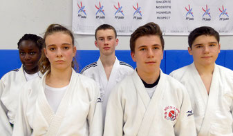 De gauche à droite : Béryl GOBIN-GOURDON, Jade TIJOU, Arthur VILCOQ, Max THIEBAULT et Marc LE BERRE