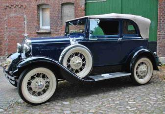 Rolls Royce vor der Oldtimer Company Hamburg