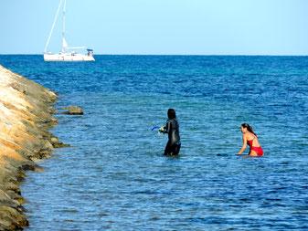 Nadadoras junto a la Marina de Dénia