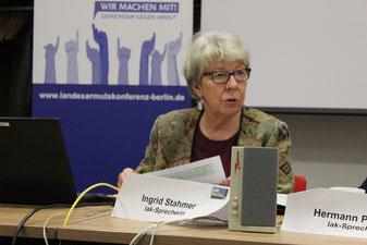Ingrid Stahmer, Sprecherin der Landesarmutskonferenz Berlin (lak), begrüßt die Teilnehmer der Mitgliederversammlung.