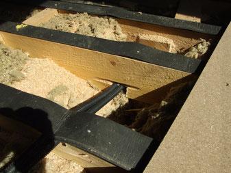 entailles en sous-face d'entrait bas de fermettes   pour gaines électriques