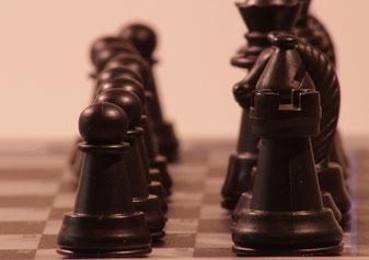 Figuren eines mörderischen Schachspiels - meine erste Idee