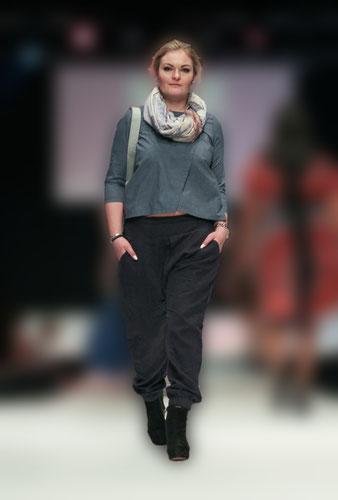 Mandy präsentiert ein Lumen Outfit auf der  Fashion & Dance 2016