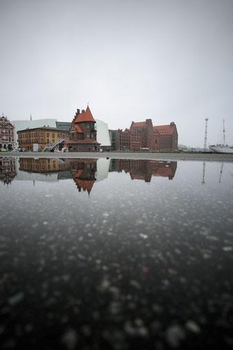 stralsund hafen lotsenhaus reflexion graue trübe tage mecklenburg vorpommern ostsee winter fotografieren lernen