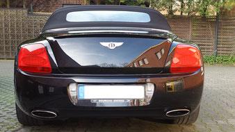Aus Gladbeck, in der Nähe von Bottrop ist dieser schöne Bentley zu Hause. Dank der professionellen Aufbereitung ist sein Lack über Jahre geschützt.