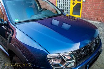 der Lack des Dacia Duster wurde mit 9H Ceramic beschichtet. Nebeneffekt zu den 5 Jahren Garantie ist ein strahlender Tiefenglanz