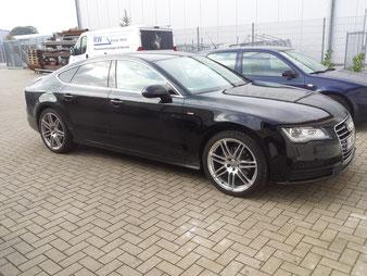auch dieser Audi S5 gehört einem Fußball Bundesliga Profi. Er erhält eine Fahrzeugaufbereitung, damit er wieder zu Audi zurück gegeben werden kann.