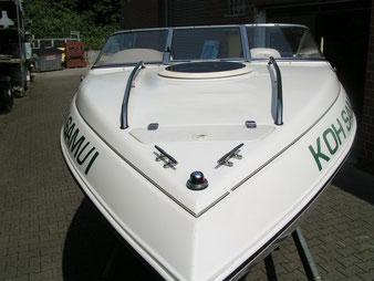 nach der Politur und Nano Versiegelung konnte sich das Motorboot wieder sehen lassen. Der kommende Schmutz wird es schwer haben, am GFK zu haften.
