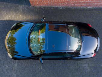 nachdem die Autos im Megaglanz erstrahlen, befliege ich sie gern mit dem Multikopter, um den Kunden eine etwas andere Perspektive zu präsentieren.