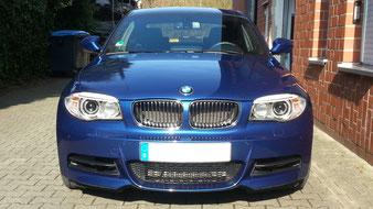 BMW aus Haltern Lavesum. Nach einer Aufbereitung erfolgte ein Lackschutz mit Acrylpolymer Versiegelung. Haltbarkeit ca. 6 Monate. Dann ist eine Neuversiegelung erforderlich