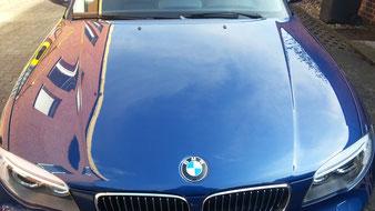 Die Fahrzeugaufbereitung bringt den Glanz. Die Acryl Polimer Versiegelung sorgt dafür, das der Lack geschützt ist und sich nachher einfach wieder reinigen lässt