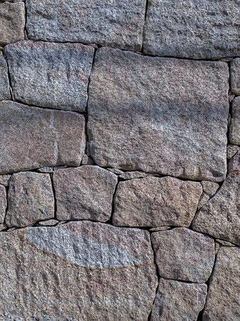 練り石積みの風景をご覧頂けます。
