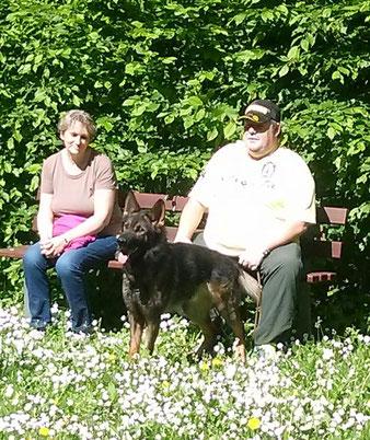 Unser Zweiter Voritzender mit Gattin und dem wunderschönen grauen Schäferhund Aik