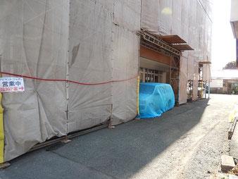 店舗ビル裏正面に臨時駐車スペースがあります