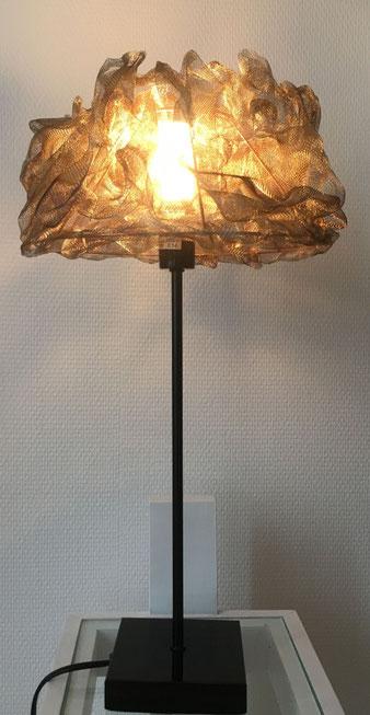 Lampe avec abat-jour en voile d'inox chauffé, socle en acier noir