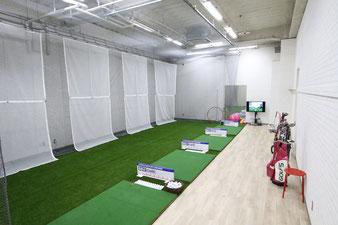 ▲インドアゴルフスクール /ゴルフカフェ