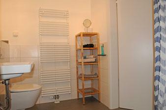 Ferienwohnung in Endingen: Bad mit Badkeramik von Villeroy & Boch