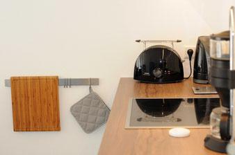 Ferienwohnung Küche mit E-Herd, Backofen, Geschirrspülmaschine, Kaffeemaschine, Toaster und Wasserkocher