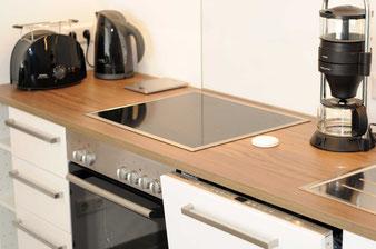 Die Küche ist ausgestattet mit besonders energieeffizienten und hochwertigen Haushaltsgeräten