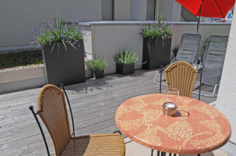 Ferienwohnung in Endingen: Sonnenterrasse für das Frühstück im Freien
