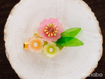 立体プラバンでつくる小さな花のクリップコサージュ 作品サンプル
