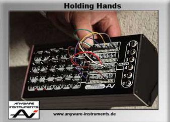 MINISIZER Holding Hands