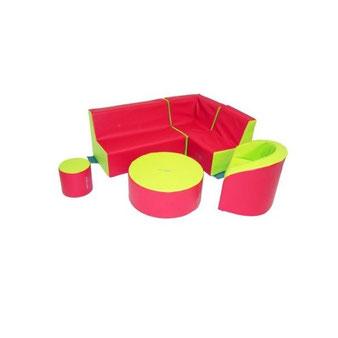 Ensemble en kit mobilier Sarneige d'une hauteur de 32 cm en mousse pour enfants. Avec 1 fauteuil, 1 banquette, 1 Cambridge, 1 pouf, 1 fauteuil d'angle. Matériel en mousse de qualité Sarneige à acheter pas cher.