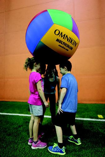 Ballon de kin-ball Omnikin Multicolore pour les jeux sportifs d'enfant. Achetez un ballon de kinball léger multicolore au meilleur prix!