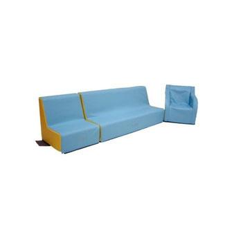 Aménagement coin enfant avec ensemble mobilier banquette 4 places, fauteuil, fauteuil crèche 17 cm en mousse pour enfants. Matériel en mousse de qualité Sarneige à acheter pas cher.