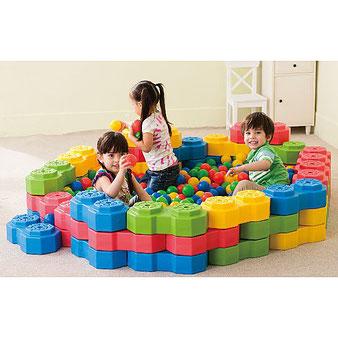 Lot de briques octogonales de construction. Jeu de briques à construire pour enfants de forme octogonale. Briques de 4 couleurs bleu, vert, jaune et rouge à acheter au meilleur prix.