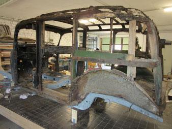 ein Oldtimer Mecedes Benz Pullman zum Landaulet. die Arbeiten wurden durch den Stellmacher Axel Schubotz ausgeführt.