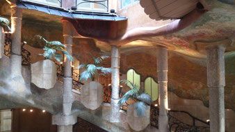 Внутренняя лестница дома Мила. Гауди