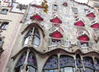 Гауди. Дом Бальо в Барселоне