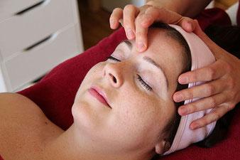 Augenbrauen zupfen und färben, Augenbrauen zupfen mit Wachs, bei maximum care cosmetics in Zürich Seebach