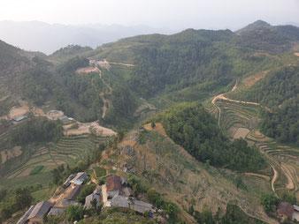 Blick von Vietnam über die Grenze nach China