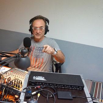 José au micro de La Radio Itinérante